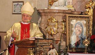 Pedofila w Kościele. Biskup Edward Janiak miał tuszować przestępstwa pedofilii w swojej diecezji
