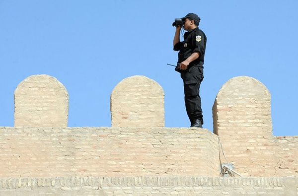 Policja w Tunezji szukała bojowników, a znalazła 60 kg złota o wartości ok. 2,3 mln dol.