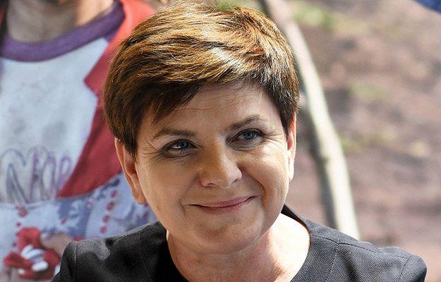 Premier Szydło złożyła życzenia z okazji Dnia Matki