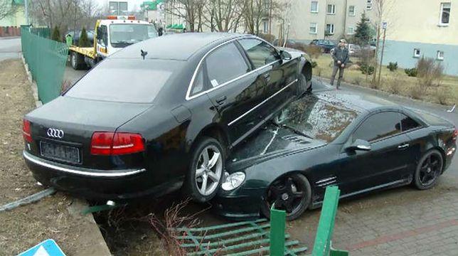 """Audi """"zaparkowało"""" na dachu Mercedesa"""