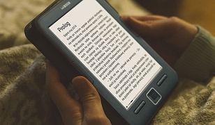 Papier czy e-papier? Oto jest pytanie. Poznaj trzy powody, dla których warto czytać e-booki