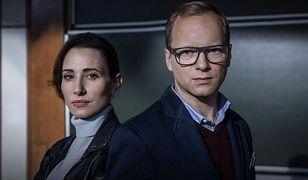 """W """"Szadzi"""" w głównych rolach występują Aleksandra Popławska i Maciej Stuhr."""