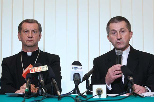 Ksiądz zgwałcił nastolatkę? Biskup Józef Guzdek przeprasza