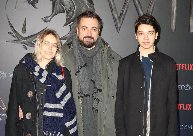 Tomasz Sekielski pozuje z rodziną