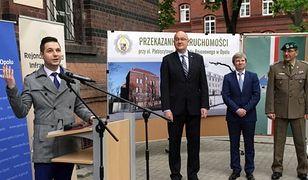 Wiceminister Jaki zażądał od ratusza wydania dokumentów reprywatyzacyjnych. Urzędnicy odmówili