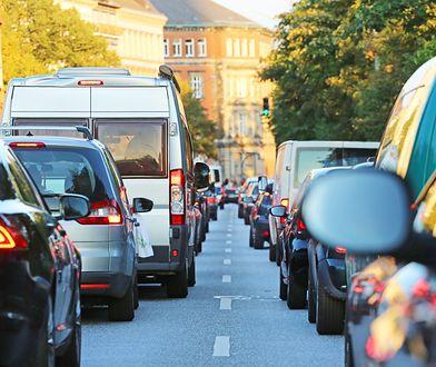 Ustawa o elektromobilności wymagała uzupełnienia ustawą o biopaliwach. Teraz przydałaby się kolejna, żeby naprawić poprzednie dwie