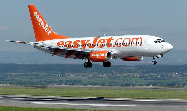 W samolocie leciało 6 osób personelu pokładowego i 142 pasażerów