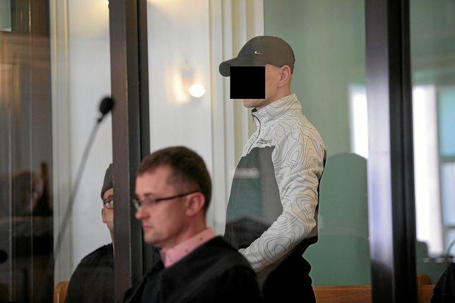 """Tomasz K. usłyszał wyrok za zabójstwo. W chwili zbrodni ubrany był w koszulkę z napisem """"śmierć konfidentom"""""""