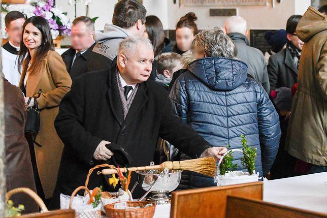 Jarosław Kaczyński wspólnie z bratanicą poświęcili koszyczek