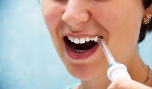 Zadbaj o czyste zęby. Pomoże nie tylko szczoteczka