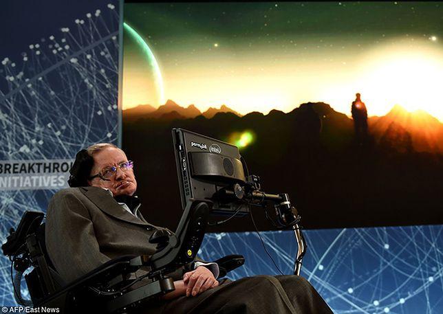 Stephen Hawking: Jeśli kosmici zadzwonią, powinniśmy zachować ostrożność
