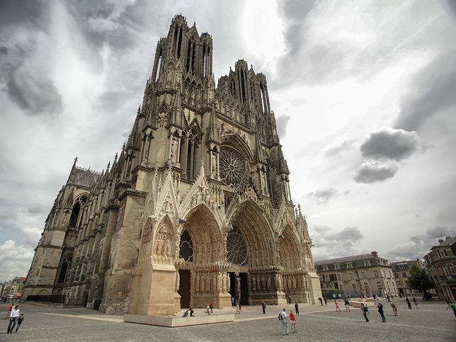 Na świecie znajdziemy wiele świątyń, które architektonicznie są bardzo podobne do katedry paryskiej