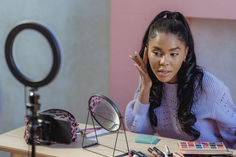 6 kosmetyków, których potrzebujesz do stworzenia rozświetlającego makijażu