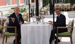 Biarritz. Donald Trump (z lewej) podczas lunchu z Emmanuelem Macronem