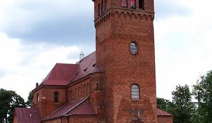 Kościół we Wsoli jeszcze bez różańca na fasadzie