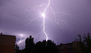 Synoptycy ostrzegają: do Polski nadciągają silne burze z gradem