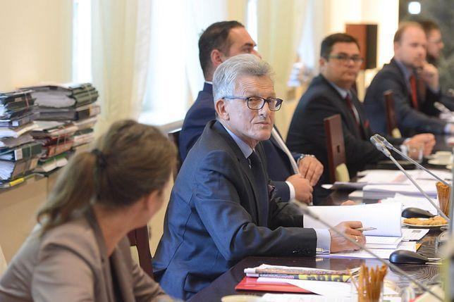 Piotrowicz wysłuchuje kandydatury