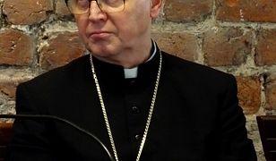 Koronawirus. Biskup chce ustawiać krzyże morowe przy drogach