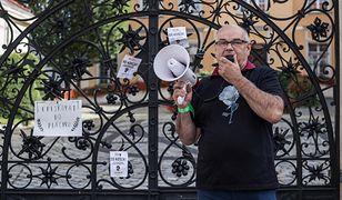 Adam Mazguła na proteście przeciwko zaostrzeniu prawa aborcyjnego
