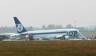 Na pokładzie samolotu było 230 osób; nikt nie został ranny