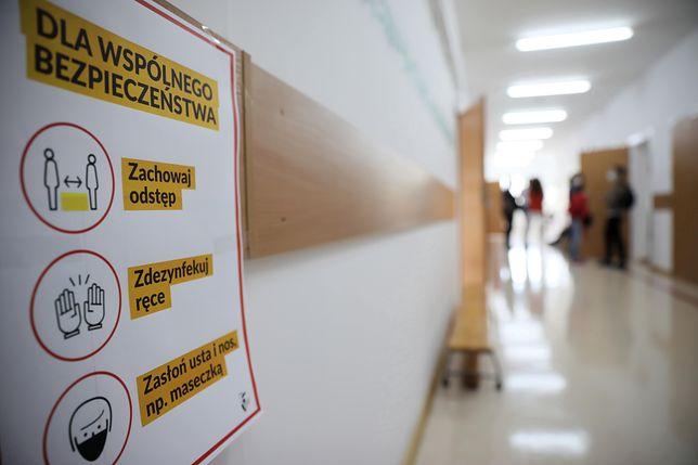 Koronawirus w Polsce. Legnica. Powrót do szkoły i pierwsi uczniowie na kwarantannie