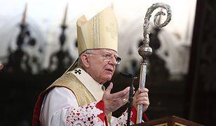 """Należy dziękować Panu Bogu za Kaczyńskich? """"Arcybiskup szkodzi Kościołowi"""""""