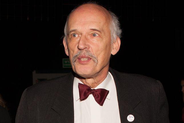 Janusz Korwin-Mikke pokazał, jak pracuje w dobie koronawirusa. Dostosował się do zaleceń rządu