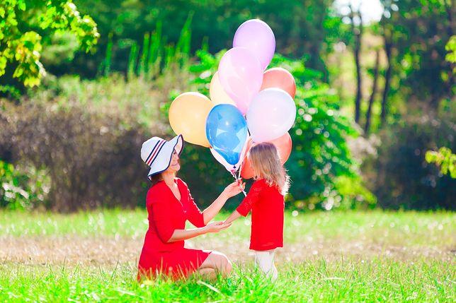 Dzień Matki – życzenia i wierszyki. Święto mam w Polsce wypada w niedzielę, 26 maja. Skorzystaj z naszej listy najpiękniejszych życzeń