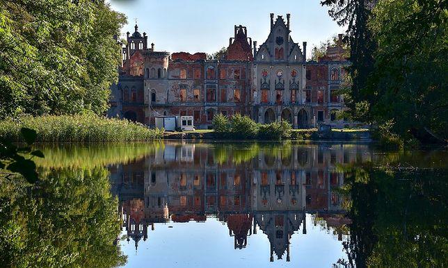 """Obiekt nazywany był również """"pałacem na wodzie"""", bo z trzech stron otaczały go stawy"""