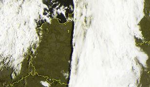 """Pogoda. """"Polska jak od linijki podzielona od samego rana"""" - zauważają synoptycy IMGW, komentując zdjęcia satelitarne"""