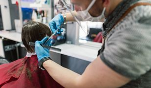 Salony fryzjerskie podczas epidemii koronawirusa. Zakazano m.in. używania telefonu podczas wizyty