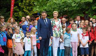 Andrzej Duda z małżonką zaśpiewali piosenkę o 112