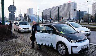 Absurdy szczytu klimatycznego w Katowicach. Minister wcisnął się do malutkiego auta