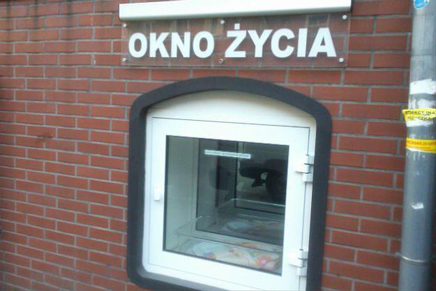 """Komitet Praw Dziecka ONZ wzywa Polskę do likwidacji """"okien życia"""""""