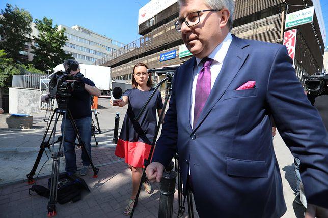"""Ryszard Czarnecki zarzucił opozycji, że dostarcza """"paliwa politycznego"""" wiceszefowi KE"""