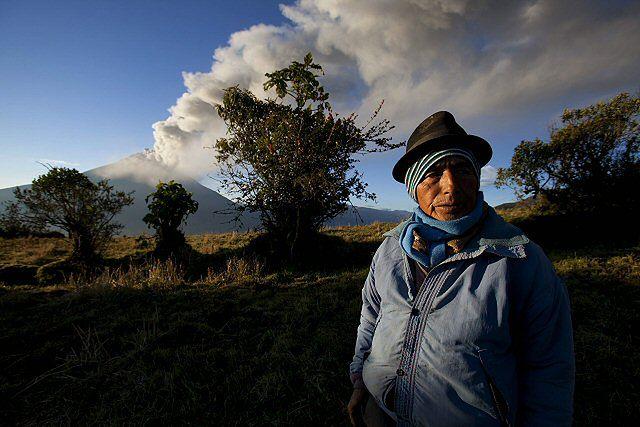 Wulkan wyrzuca chmury pyłu - zobacz zdjęcia