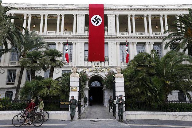 Swastyka na gmachu państwowym we francuskiej Nicei. W sieci zawrzało