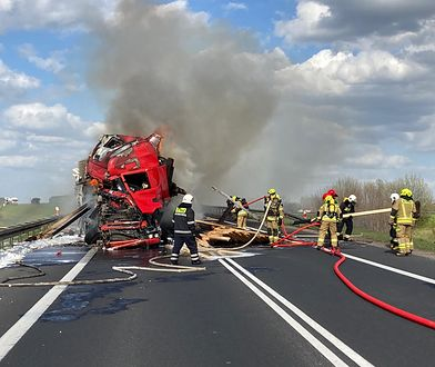 Rzeck. Pożar ciężarówki na DK16. Droga została zablokowana