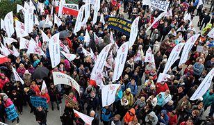 Nauczyciele grożą strajkiem. PiS zapowiada podwyżki we wrześniu