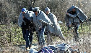 Kierowca porzucił na autostradzie ponad stu migrantów