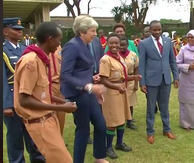 Theresa May tańczy ze skautami z Nairobi. To najlepsze, co dziś zobaczycie