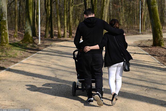 Niestandardowy podział ról w małżeństwie - ona wróciła do pracy, on zajął się dziećmi