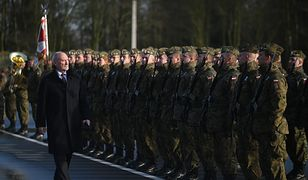 Macierewicz chce przeszkolić żołnierzy z bezpiecznego seksu