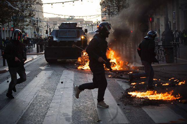 Francuzi protestują przeciwko polityce prezydenta Macrona.