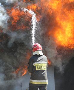 Warszawa. Pożar na Grochowie. Zapaliły się stare zabudowania