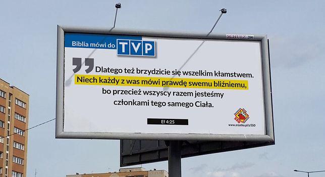 Warszawa. Biblijnymi cytatami uczą, jak żyć. Billboardowej ewangelizacji ciąg dalszy