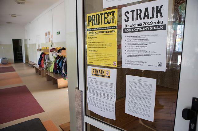 """Emerytka krytykuje strajk nauczycieli. """"Dostaję 1500 zł emerytury"""""""