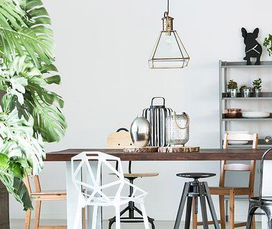 Dzięki stylowi industrialnemu jadalnia nabiera przestrzeni osiąganej dzięki minimalistycznemu wystrojowi