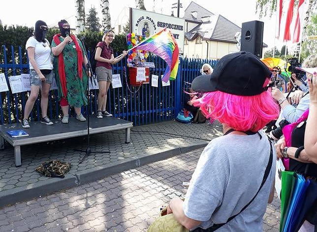 Feministki świętowały urodziny o. Rydzyka