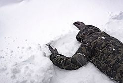 Zagrożenie w górach. Zobacz, jak przeżyć lawinę śnieżną